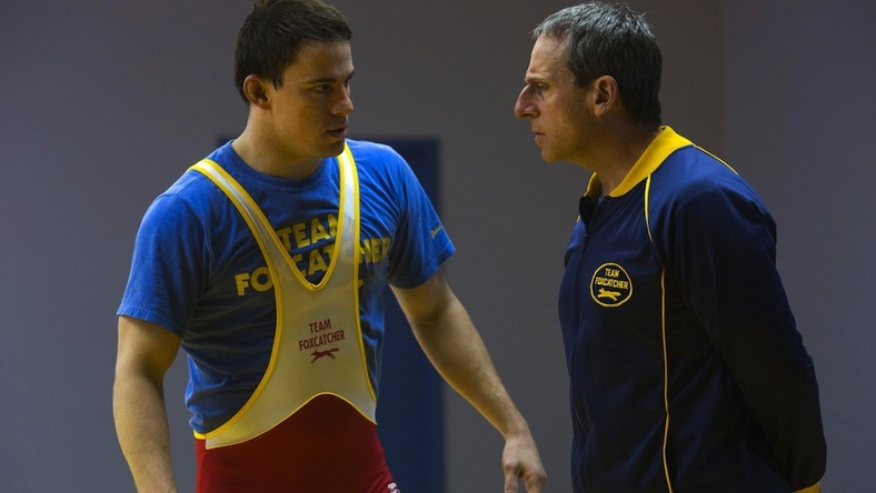 """""""Foxcatcher"""" jest dziełem Bennetta Millera, który na koncie ma m.in. """"Moneyball"""" i nominację do Oscara za """"Capote"""". Tym razem na warsztat wziął zapasy, by przypomnieć światu wstrząsającą historię braci olimpijczyków, Marka (w tej roli Channing Tatum) i Davida (Mark Ruffalo) Schultzów"""