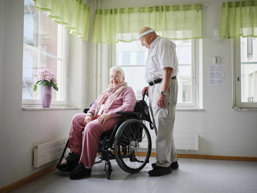 Szwecja: koronawirus rozdzielił małżeństwo seniorów