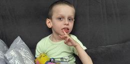 """Filipek ma już 4, 5 roku, a lekarze wciąż szukają przyczyny choroby. """"Chcemy wreszcie wiedzieć, jak leczyć synka"""""""