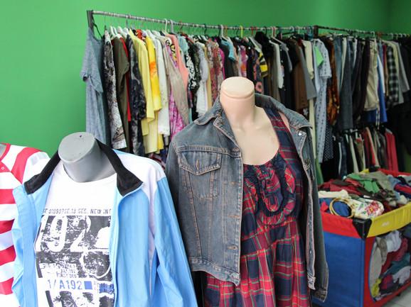 Kupci dolaze zbog jeftine odeće, ali i poznatih marki za male pare, te originalnih komada kojih nema kod nas u prodaji: Marijana Barugdžić
