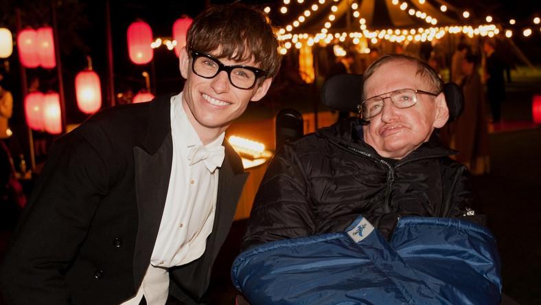 """Eddie Redmayne i Stephen Hawking na planie """"Teorii wszystkiego"""""""
