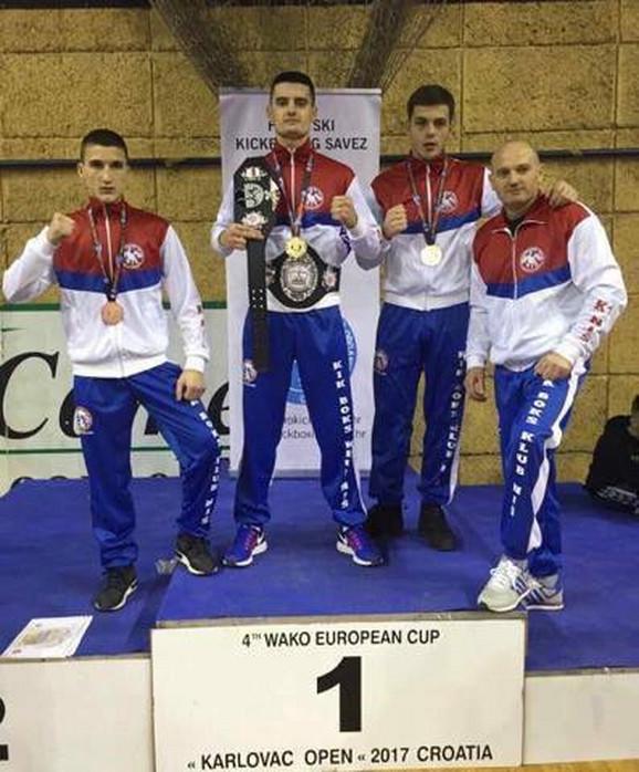 Takmičari Kik boks kluba Niš osvojili tri medalje i pojas