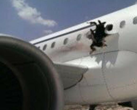 Avion nakon sletanja na aerodrom u Mogadišu