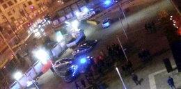 Fani Legii spalili auto z ludźmi. 11 rannych policjantów