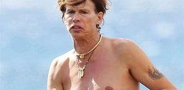 Prawdziwy wygląd słynnego rockmana. Foty z plaży