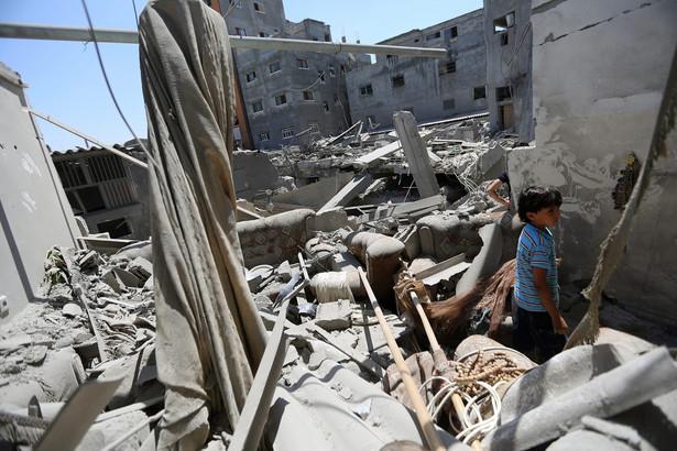 Zbombardowany obóz dla uchodźców w Strefie Gazy. Fot. EPA/MOHAMMED SABER