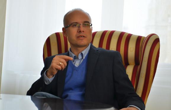 Gradonačelnik Novog Sada Miloš Vučević istakao je da će grad nastaviti da podržava Vojvodinu, ali ga brinu loši rezultati
