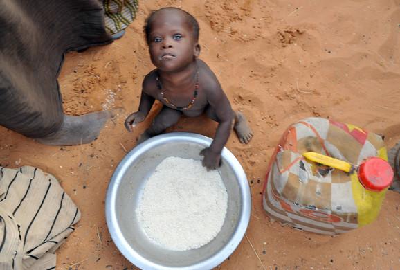Strašni prizori patnje dece u Africi šokiraju javnost, ali statistika pokazuje da se čak i na tom polju stvari pomeraju napred