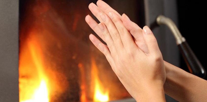 Masz ciągle zimne dłonie? Nie ignoruj tego objawu