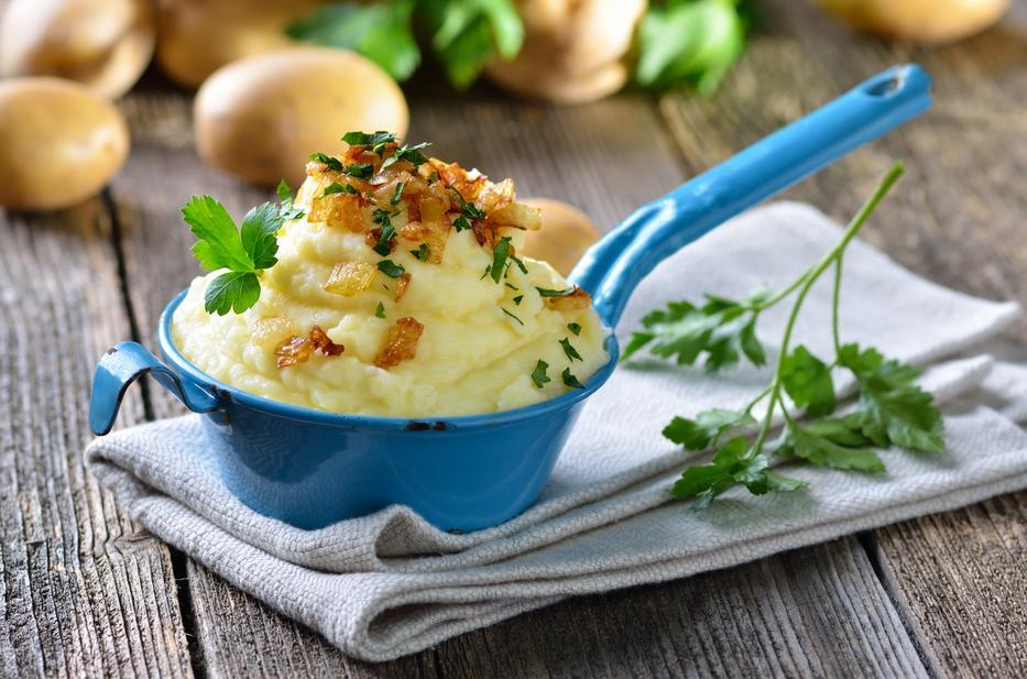 Tálaljuk burgonyapürével a sültünket / Fotó: Shutterstock