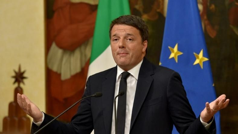 Italy's Prime Minister Matteo Renzi gives a press conference at the Palazzo Chigi on December 4, 2016 in Rome