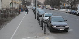 Urzędnicy zabrali miejsca parkingowe