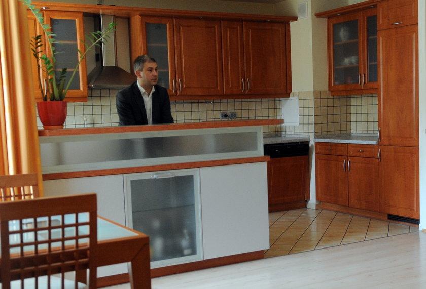 Grzegorz Napieralskie w mieszkaniu