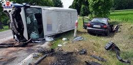 Auta rozpadły się na części. Ciężko ranna 3-latka i jej babcia