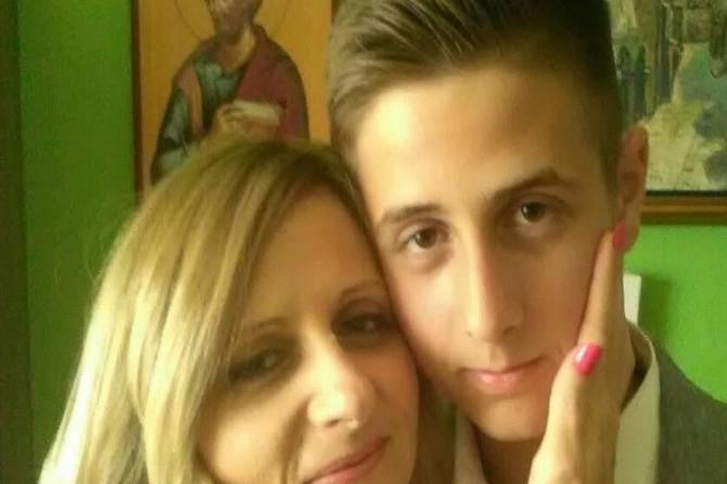 """Jelena (40) iz Zaječara sama je odgajlia sina Vukašina (18): """"Ko nije hodao u našim ciplemama, ne želi da shvati, ali samohrane majke ovako žive"""""""