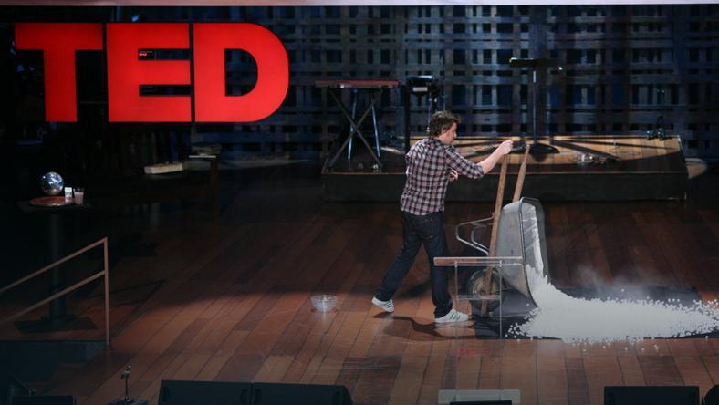 fot. <P>Prezentacja na spotkaniu TEDx </P><P>TED / James Duncan Davidson  </P>