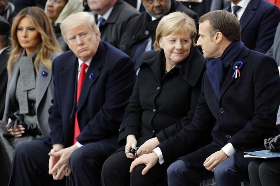 Za razliku od nekih lidera, nemačka kancelarka ne koristi svoje obraćanje kao šou nastup (foto: Donald Tramp, Angela Merkel i Emanuel Makron)