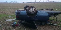 Samochód rozpadł się na kawałki. Zginął młody kierowca