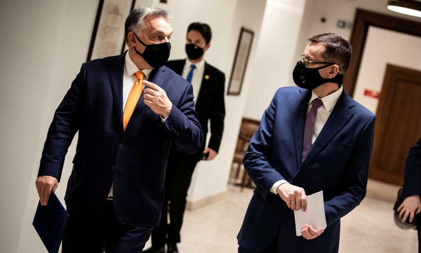 Zdjęcie Orbana z Kaczyńskim i Morawieckim hitem sieci