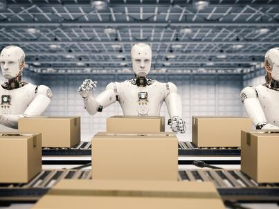 Ponad połowa Amerykanów uważa, że rozwój sztucznej inteligencji stanowi większe zagrożenie dla rynku pracy niż imigranci