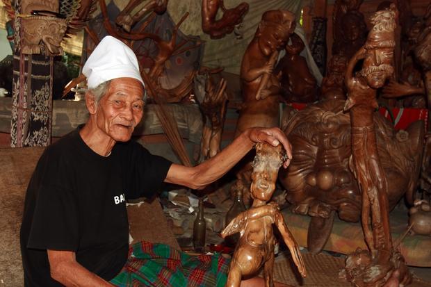 Rzeźbiarz z Bali