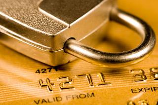 Skradziono Ci kartę? Zobacz, jak wyjąć pieniądze z konta