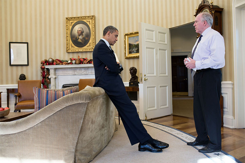 Obama dowiaduje się o masakrze dzieci w szkole w Newtown