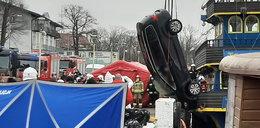 Koszmarny wypadek w Dziwnowie. Samochód wpadł do wody. Nie żyje małżeństwo i dwoje dzieci