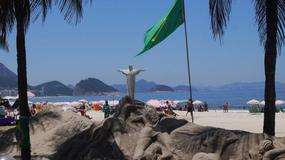W Rio byli gangsterzy uczą dzieci gry w piłkę