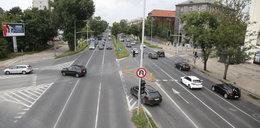 Czerniakowska to prawdziwa przeszkoda! Na 1,5 km odcinku nie ma ani jednego przejścia dla pieszych