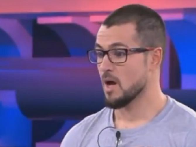 Ovom dečku se danas smeje ceo internet: U kvizu izgubio 100.000 evra, a tačan odgovor stajao NA NJEGOVOJ MAJICI