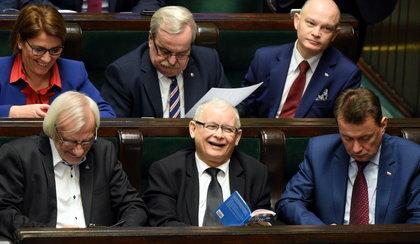 """Kaczyński czytał w Sejmie """"Atlas kotów"""". Co stało się z książką?"""