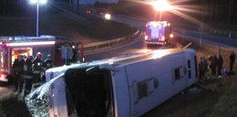 Autokar wypadł z drogi. Cztery osoby ranne