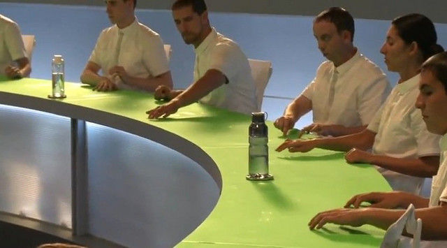"""je zelena ravna tabla po kojoj glumci """"rukuju"""" animacijom"""