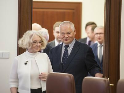 Rozpoczyna się dwudniowe posiedzenie RPP. Na zdjęciu: Grażyna Ancyparowicz i Adam Glapiński (prezes NBP)