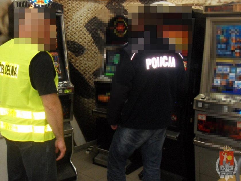 Policjantom i celnikom udało się zabezpieczyć 13 nielegalnych automatów do gier