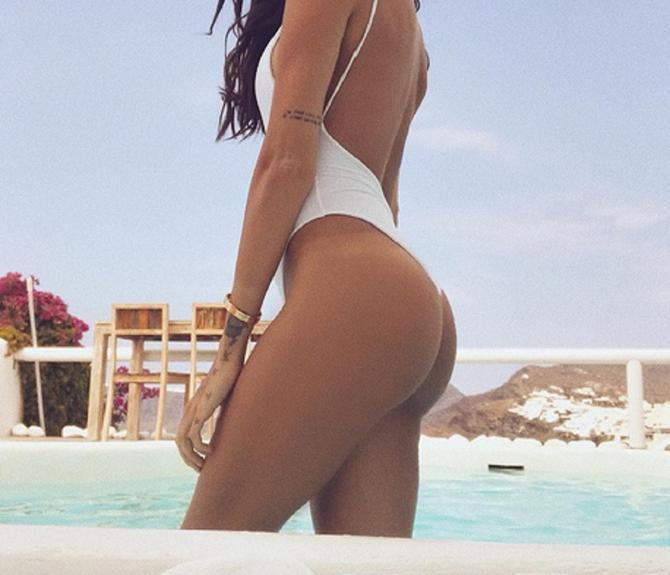 Jovana Đorđević u belom kupaćem kostimu