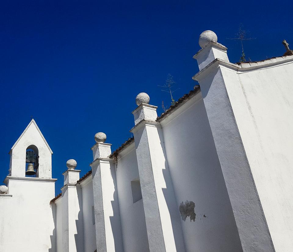 Arraiolos - białe miasteczko słynące z wytwarzania ręcznie tkanych dywanów