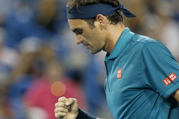 PUCA OD SAMOPOUZDANJA Federer ZAPRETIO Đokoviću i Nadalu pred US Open