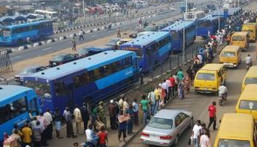 Commuters queuing for BRT buses in Lagos (File photo)