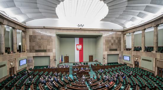 Spór o Fundusz Odbudowy zresetował polską politykę