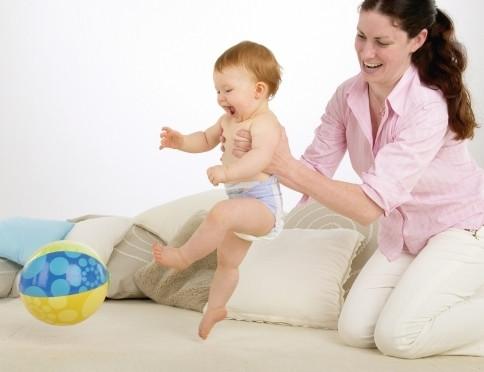 Zabawa piłką kształtuje zdolności ruchowe dziecka
