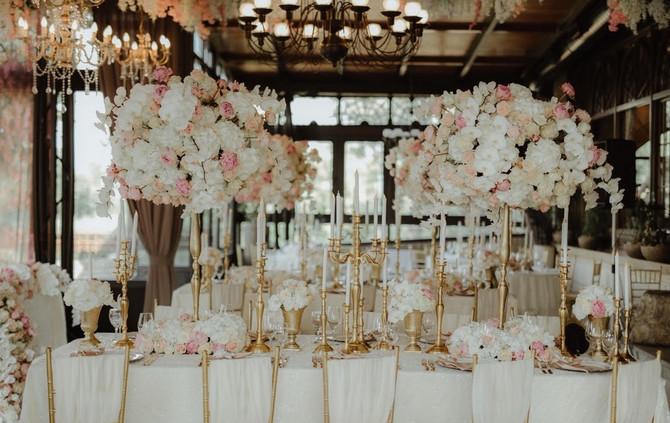 Prekarsni cvetni aranžamni na venčanju