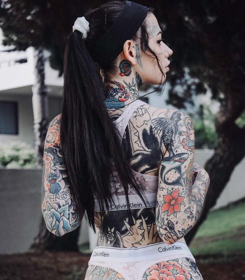 Żebrze w sieci na tatuaż miejsca intymnego. To, co oferuje w zamian, wprawia w osłupienie