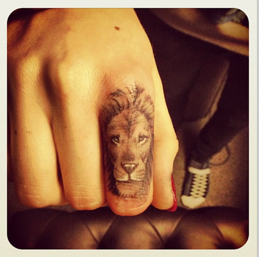 Cara Delevingne tatuaż