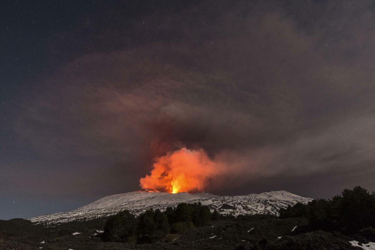 """ETNA PRETI DA IZAZOVE KATASTROFU Najveci aktivni vulkan Evrope sve vise """"klizi"""" ka moru, a to bi moglo da bude OKIDAC ZA CUNAMI"""
