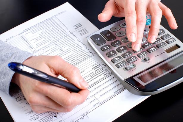 Sprawa dotyczyła przedsiębiorcy, który rozważał przekształcenie swojej działalności, prowadzonej indywidualnie, w jednoosobową spółkę z o.o. Spytał więc dyrektora Izby Skarbowej w Poznaniu o podatkowe aspekty jej działania.