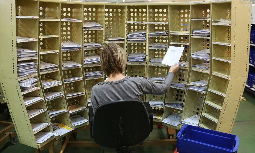 Tak wygląda sortownia listów Poczty Polskiej w Warszawie