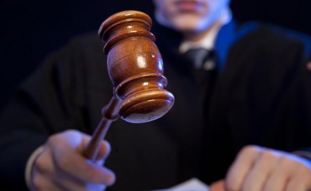 Sędziowie, którzy przeszli w stan spoczynku nie przepracowawszy 20 lat, nie muszą się obawiać, że ich uposażenia zostaną obcięte