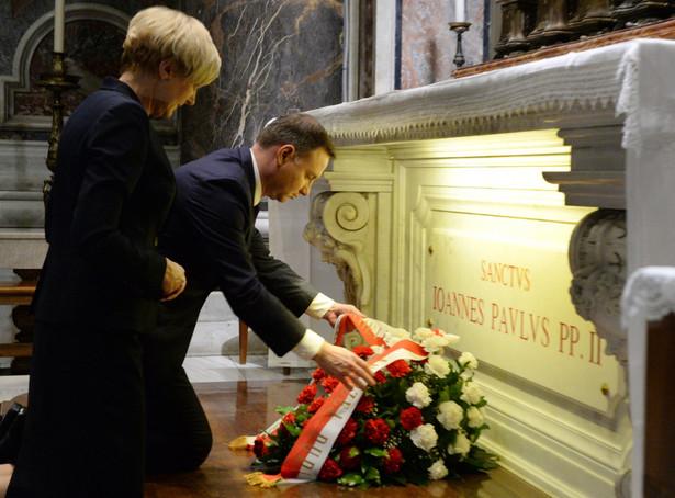 Wczoraj wieczorem para prezydencka modliła się przy grobie świętego Jana Pawła II